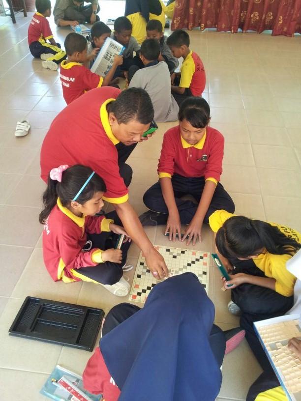 Students at Sekolah Kebangsaan Temai engaged in curricular actvities
