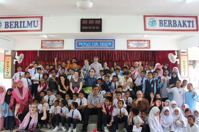 Well done team, teachers and students (Photo: Ibnu Isa)