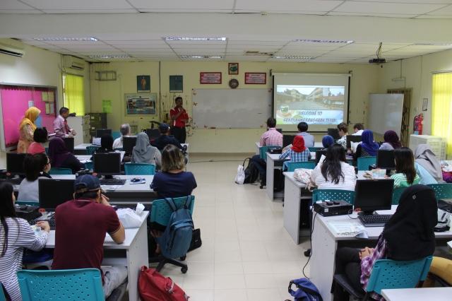 Encik Mohd Faizul Ramli introducing aspects of his school to our team