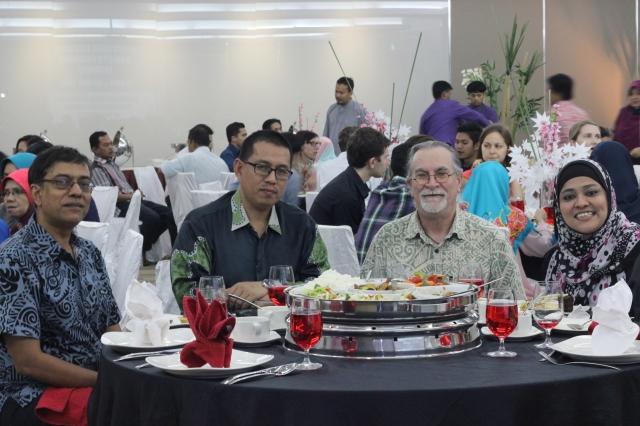 (L-R) Vinesh Chandra, En. Ali Syahbana Sabaruddin - District Officer of Pekan, Graeme Baguley, Siti