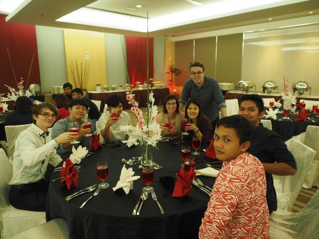 Team members enjoying a lovely dinner (Photo: Ibnu Isa)