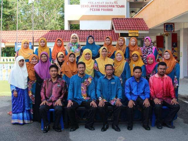 Staff at SK Temai (May 2015) (Photo: Zul Muda)