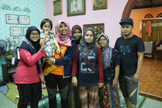 A photo with the host family and friends from UPM